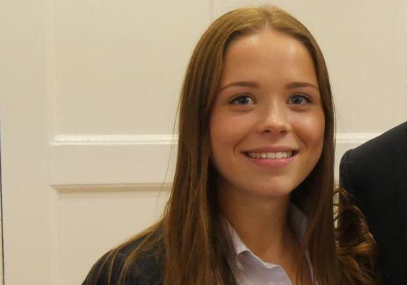 Viktoria, 17 Jahre