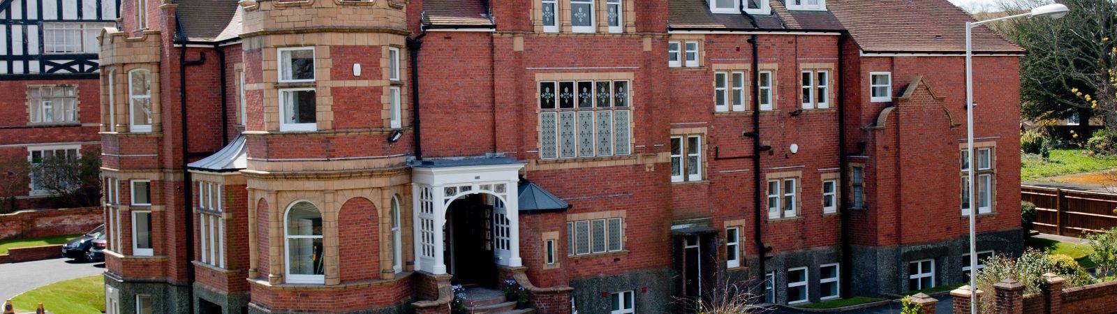 Foto von Earlscliffe College - Sommer